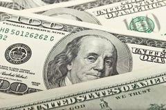 Hintergrund mit $100 Rechnungen Stockfotografie