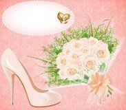 Hintergrund mit Schuhblumenstrauß und Ringe für Heiratseinladung stock abbildung