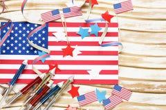 Hintergrund mit Symbolen von Amerika - Feier vom 4. Juli Stockbilder