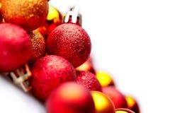 Hintergrund mit unterschiedlicher Weihnachtskugel Stockbilder