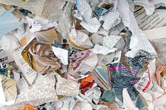 Hintergrund mit verschiedenen heftigen Zeitungen und Zeitschriften Stockfoto