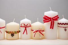 Hintergrund mit verzierten Kerzen. stockfotos