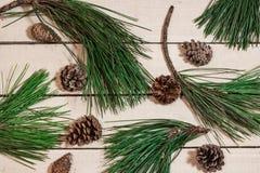 Hintergrund mit Weihnachtsdekoration auf weißer Tabelle Stockbilder