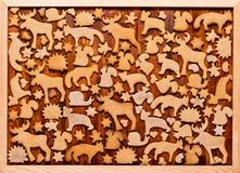 Hintergrund mit Weihnachtsplätzchenlebkuchen Lebkuchen in Form der Tiere, der Sterne und der Herzen Lizenzfreies Stockfoto