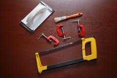 Hintergrund mit Werkzeugen auf dem Tisch stockfoto