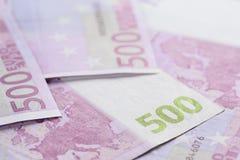 Hintergrund-Nahaufnahmefoto mit 500 Euroanmerkungen Lizenzfreie Stockbilder