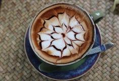 Hintergrund-Schalenhaustier des heißen Getränks der Draufsicht der Kaffee Lattekunst schönes lizenzfreie stockbilder