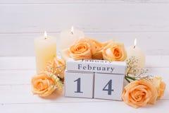 Hintergrund St.-Valentinstags am 14. Februar mit Blumen Stockfotografie
