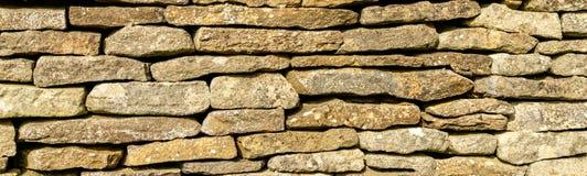 Hintergrund - traditionelle Bruchsteinmauer des Cotswolds lizenzfreie stockbilder