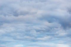 Hintergrund und Beschaffenheit Glättung von bewölkten Wolken im Überfluss Lizenzfreie Stockfotos