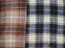 Hintergrund und Beschaffenheit: Wolle bedeckt mit einem Muster von Zellen Stockfoto