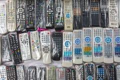 Hintergrund vieler alter Fernsehfernprüfer Stockbilder