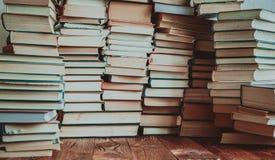 Hintergrund vieler Bücher Stockfotografie