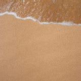 Hintergrund vom Sand und von den Wellen Lizenzfreies Stockfoto