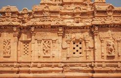 Hintergrund von alte Wände von hindischen Tempeln mit Entlastungen Architekturmarkstein in Pattadakal, Indien Stockfotos