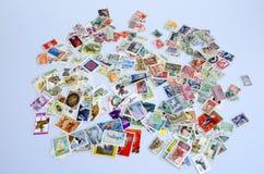 Hintergrund von alten Briefmarken Stockfotos