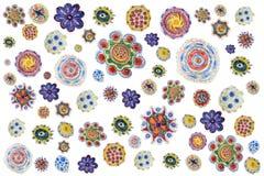 Hintergrund von Bleistift-gezeichneten bunten Blumen Handzeichnungsmuster stock abbildung