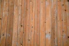 Hintergrund von braunen Brettern mit Knoten hämmerte Nägel lizenzfreie stockbilder