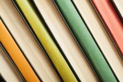 Hintergrund von bunten Büchern Zurück zu Schule getrennte alte Bücher Lizenzfreie Stockbilder