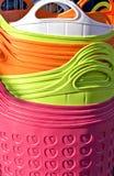 Hintergrund von bunten Plastikkörben Lizenzfreie Stockbilder