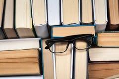 Hintergrund von den alten und benutzten Büchern des gebundenen Buches Kopieren Sie Raum für Text Lizenzfreie Stockfotografie