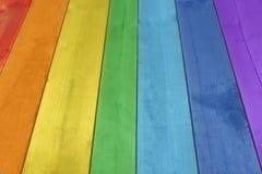 Hintergrund von den Brettern in den Farben des Regenbogens Lizenzfreies Stockbild