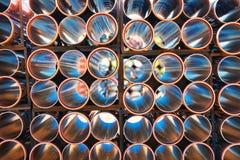 Hintergrund von den bunten großen Kunststoffrohren benutzt an der Baustelle Lizenzfreies Stockbild
