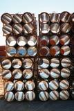 Hintergrund von den bunten großen Kunststoffrohren benutzt an der Baustelle Lizenzfreie Stockfotos