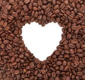 Hintergrund von den Kaffeebohnen ausgebreitet in Form von Herzen Conc lizenzfreie stockfotografie