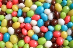 Hintergrund von den mehrfarbigen Bonbons Stockfotografie