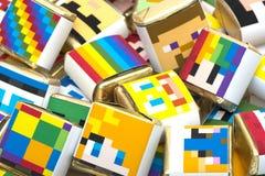 Hintergrund von den quadratischen Farbschokoladen mit geometrischer Zeichnung lizenzfreies stockbild