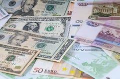 Hintergrund von den Rubeln, von den Dollar und vom Euro Stockbilder
