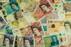 Hintergrund von den Sterlingbanknoten zerstreut Stockfotos