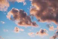 Hintergrund von den Wolken Lizenzfreie Stockbilder