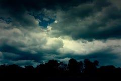 Hintergrund von dunklen Wolken Lizenzfreie Stockbilder