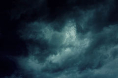 Hintergrund von dunklen Wolken Stockfoto