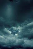 Hintergrund von dunklen Wolken Lizenzfreie Stockfotos