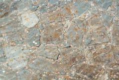 Hintergrund von einem alten Brunnenteich verziert mit Steinen mit Co Stockbild
