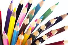 Hintergrund von farbigen Bleistiften für die Schule lokalisiert auf weißem Hintergrund Stockbild