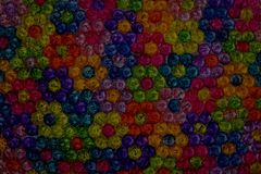 Hintergrund von farbigen Perlen, Hintergrund von den Blumen gemacht von farbigen Perlen Lizenzfreie Stockfotos