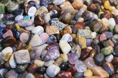 Hintergrund von farbigen Steinen des Üblichen Stockfotografie