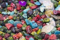 Hintergrund von farbigen Steinen des Üblichen Lizenzfreie Stockbilder