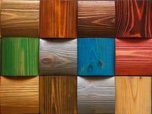 Hintergrund von hölzernen farbigen Quadraten Stockfotografie