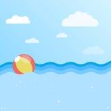 Hintergrund von Meer mit aufblasbarem Ball Stockfotografie