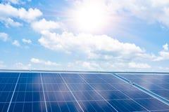 Hintergrund von photo-voltaischen Solarzellenmodulen für auswechselbares ener stockfotografie