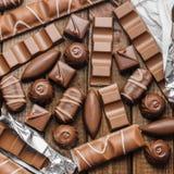 Hintergrund von Schokoladen, von Stangen und von Bonbons, freier Raum für Text Stockbild