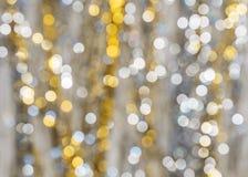 Hintergrund von stark unscharfen Lichtern von Girlanden Lizenzfreies Stockfoto