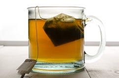 Hintergrundbeleuchtete Tee- und Teebeutelmitte Lizenzfreies Stockfoto