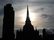 Hintergrundbeleuchtetes Bild der alten Pagode mit Weichzeichnung des Hintergrundes Stockfotografie