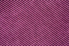Hintergrundbeschaffenheit der purpurroten gestreiften Samtnahaufnahme Lizenzfreie Stockfotos